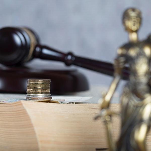 ubezpieczania społeczne młotek sędziego